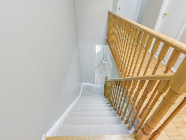 Condo Townhouse at 5255 Guildwood Way, Unit 77, Mississauga, Ontario. Image 2