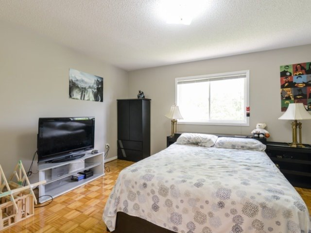 Condo Townhouse at 5255 Guildwood Way, Unit 77, Mississauga, Ontario. Image 3