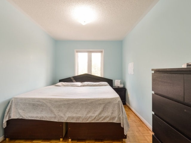 Condo Townhouse at 5255 Guildwood Way, Unit 77, Mississauga, Ontario. Image 5