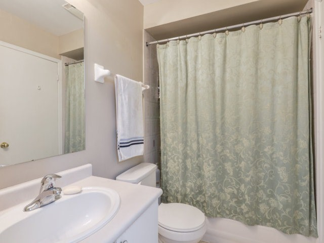 Condo Townhouse at 5255 Guildwood Way, Unit 77, Mississauga, Ontario. Image 6
