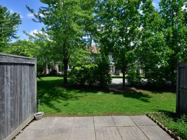 Condo Townhouse at 5255 Guildwood Way, Unit 77, Mississauga, Ontario. Image 8