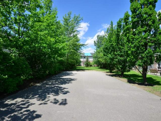 Condo Townhouse at 5255 Guildwood Way, Unit 77, Mississauga, Ontario. Image 11