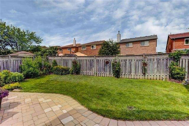 Detached at 2577 Burnford Tr, Mississauga, Ontario. Image 11
