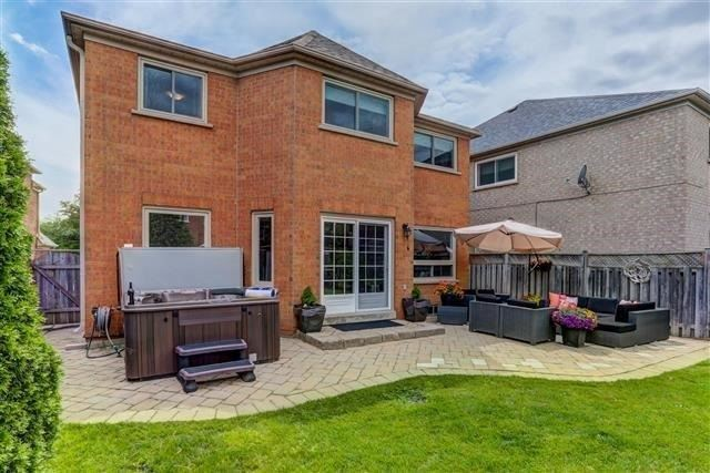 Detached at 2577 Burnford Tr, Mississauga, Ontario. Image 13
