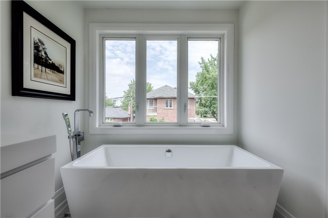 Detached at 62 Chartwell Rd, Toronto, Ontario. Image 3