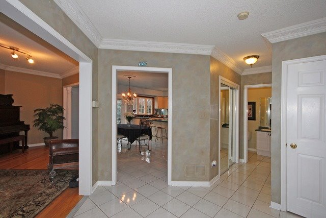 Detached at 2097 Shorncliffe Blvd, Oakville, Ontario. Image 14