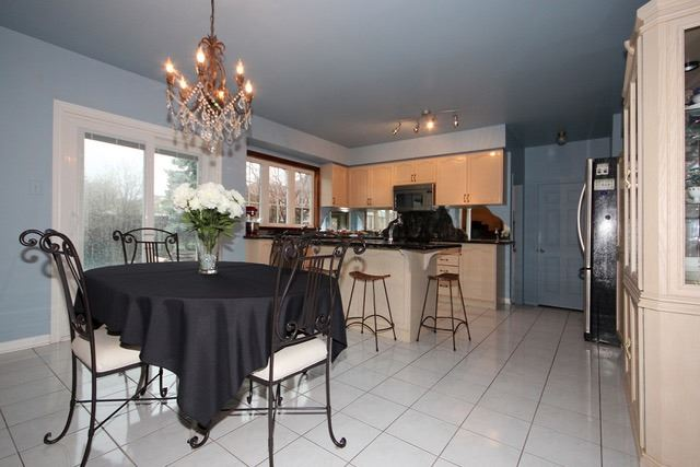 Detached at 2097 Shorncliffe Blvd, Oakville, Ontario. Image 20