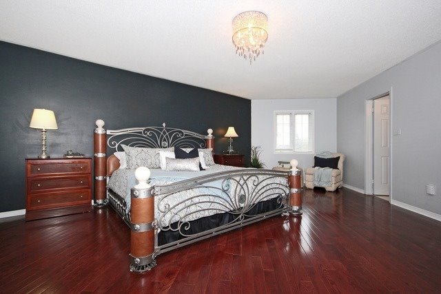 Detached at 2097 Shorncliffe Blvd, Oakville, Ontario. Image 4