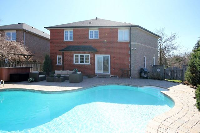 Detached at 2097 Shorncliffe Blvd, Oakville, Ontario. Image 10