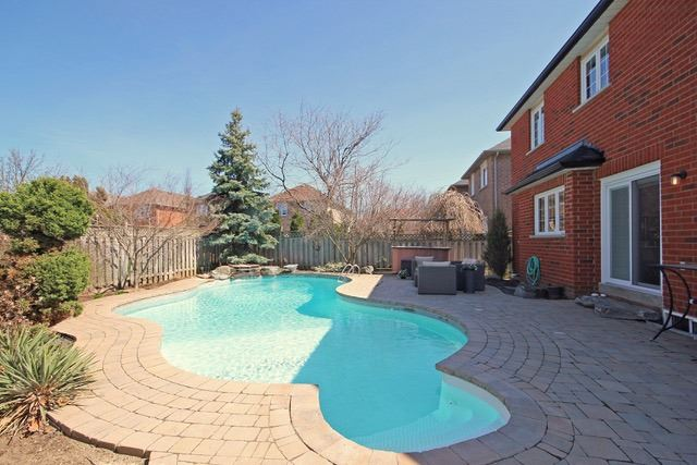 Detached at 2097 Shorncliffe Blvd, Oakville, Ontario. Image 11