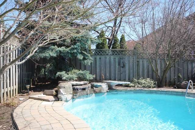 Detached at 2097 Shorncliffe Blvd, Oakville, Ontario. Image 13