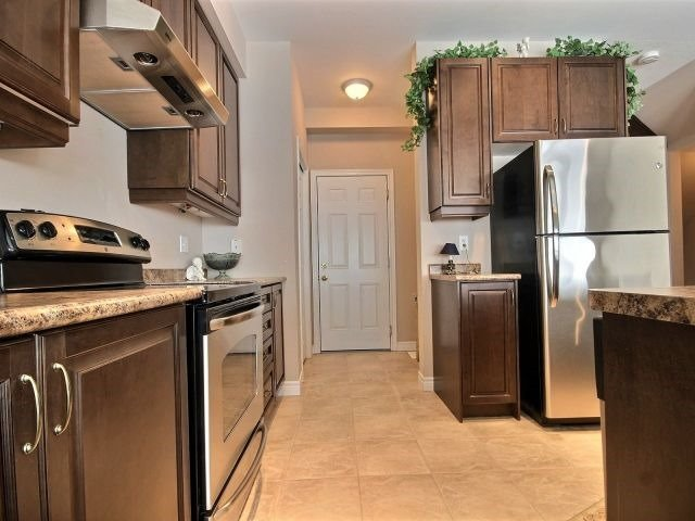 Townhouse at 2340 Whistling Springs Cres, Oakville, Ontario. Image 15