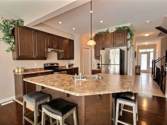 Townhouse at 2340 Whistling Springs Cres, Oakville, Ontario. Image 16