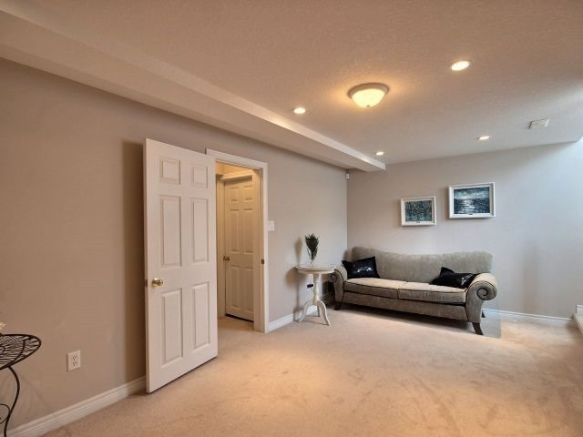 Townhouse at 2340 Whistling Springs Cres, Oakville, Ontario. Image 3