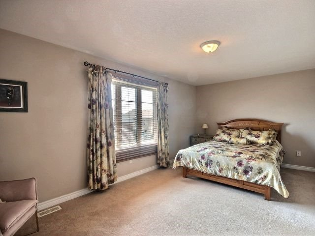 Townhouse at 2340 Whistling Springs Cres, Oakville, Ontario. Image 5