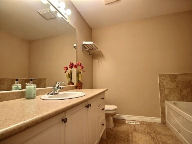 Townhouse at 2340 Whistling Springs Cres, Oakville, Ontario. Image 7