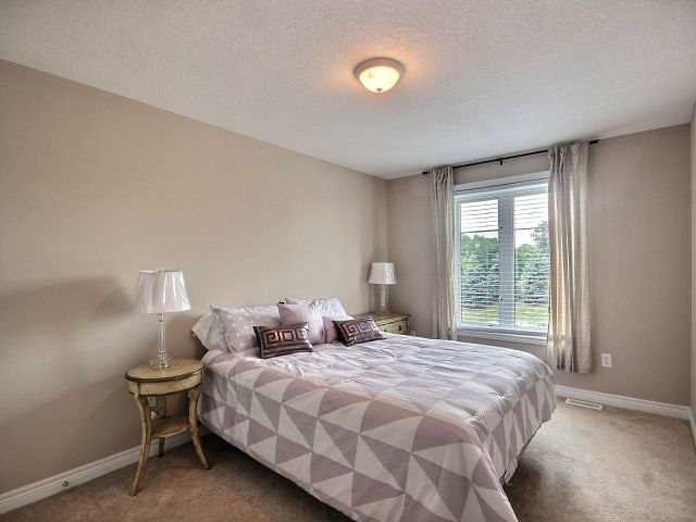 Townhouse at 2340 Whistling Springs Cres, Oakville, Ontario. Image 9