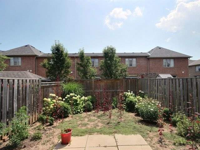 Townhouse at 2340 Whistling Springs Cres, Oakville, Ontario. Image 13
