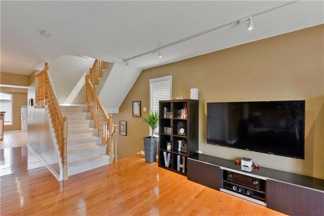 Townhouse at 7198 Deanlee Crt, Mississauga, Ontario. Image 16