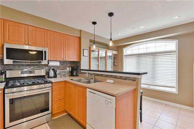 Townhouse at 7198 Deanlee Crt, Mississauga, Ontario. Image 18