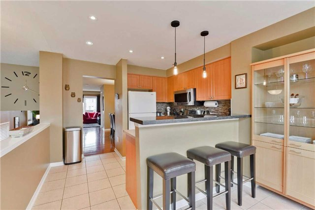 Townhouse at 7198 Deanlee Crt, Mississauga, Ontario. Image 20