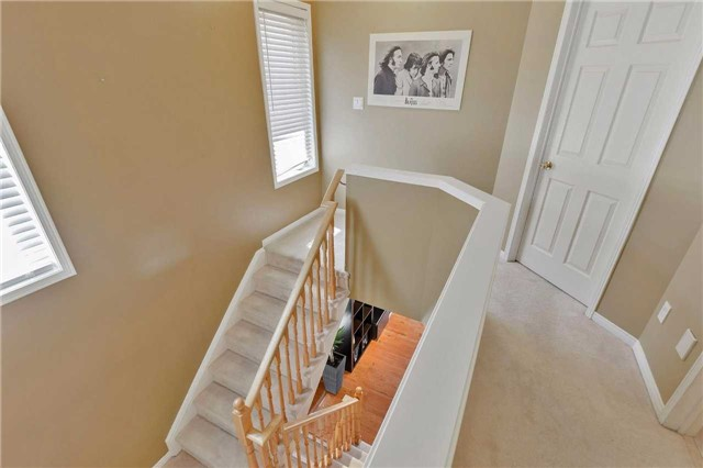 Townhouse at 7198 Deanlee Crt, Mississauga, Ontario. Image 3
