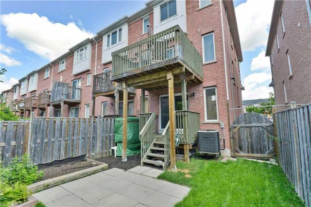Townhouse at 7198 Deanlee Crt, Mississauga, Ontario. Image 10