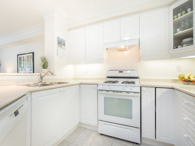Condo Townhouse at 1050 Grand Blvd, Unit 6, Oakville, Ontario. Image 20