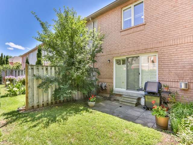 Condo Townhouse at 1050 Grand Blvd, Unit 6, Oakville, Ontario. Image 11