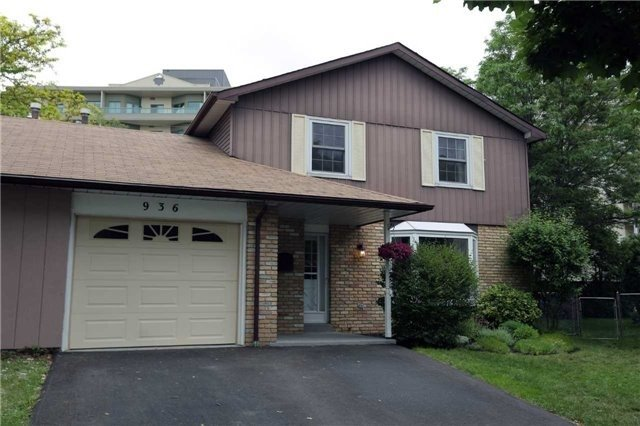 Semi-detached at 936 David Crt, Burlington, Ontario. Image 1