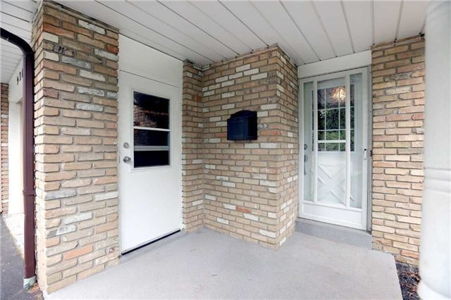 Semi-detached at 936 David Crt, Burlington, Ontario. Image 12