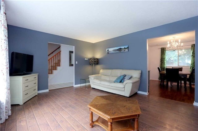 Semi-detached at 936 David Crt, Burlington, Ontario. Image 16