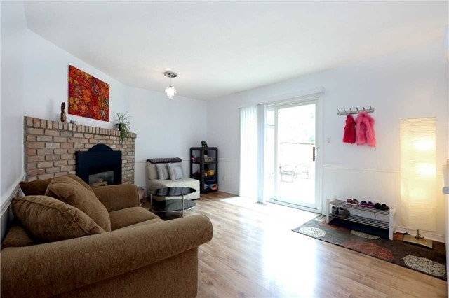 Semi-detached at 936 David Crt, Burlington, Ontario. Image 3