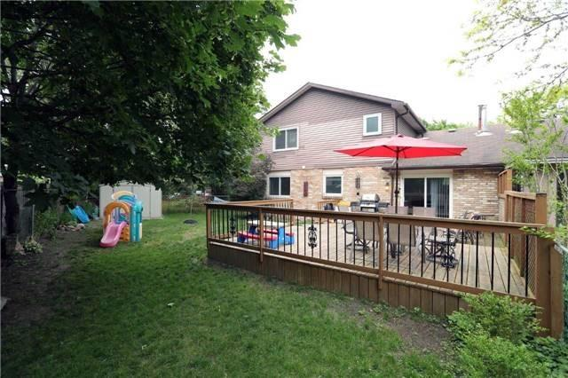 Semi-detached at 936 David Crt, Burlington, Ontario. Image 11