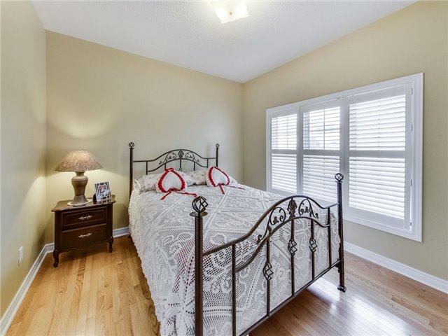 Detached at 31 Bramtrail Gate, Brampton, Ontario. Image 12