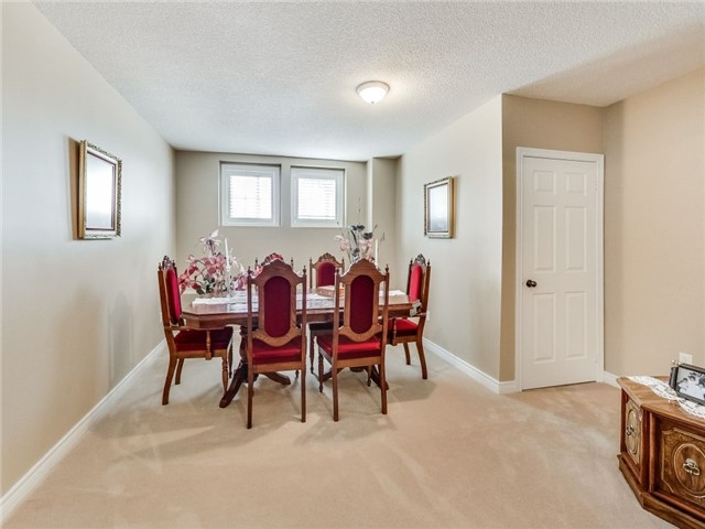 Detached at 31 Bramtrail Gate, Brampton, Ontario. Image 7