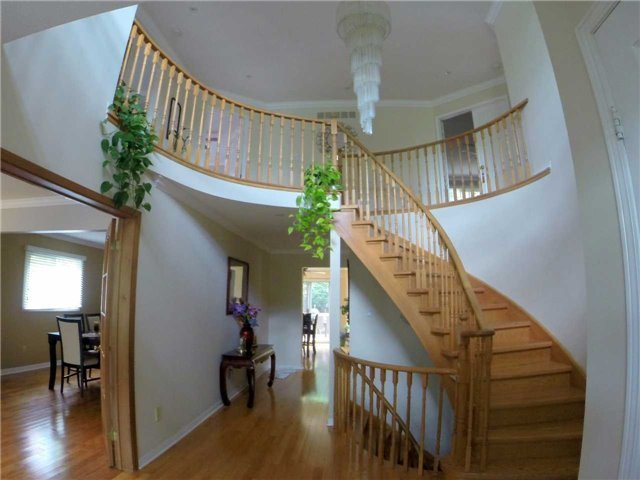 Detached at 2222 Castlefield Cres, Oakville, Ontario. Image 11