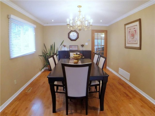 Detached at 2222 Castlefield Cres, Oakville, Ontario. Image 14