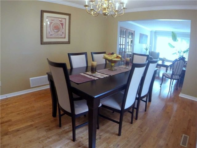 Detached at 2222 Castlefield Cres, Oakville, Ontario. Image 15