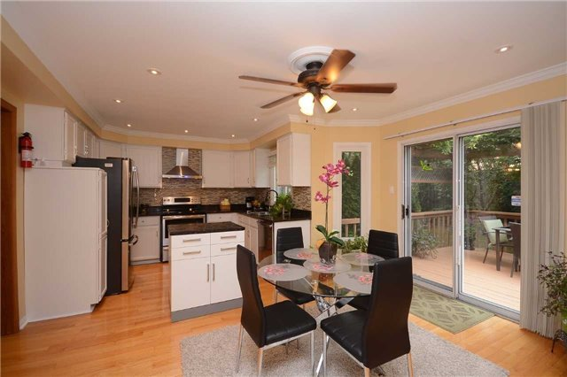 Detached at 2222 Castlefield Cres, Oakville, Ontario. Image 16