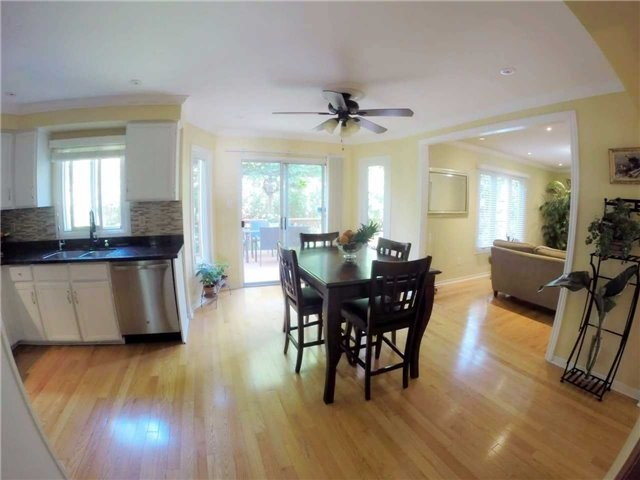 Detached at 2222 Castlefield Cres, Oakville, Ontario. Image 17