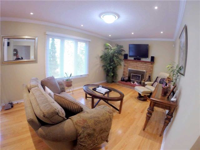 Detached at 2222 Castlefield Cres, Oakville, Ontario. Image 19
