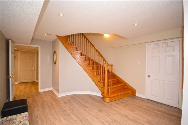 Detached at 2222 Castlefield Cres, Oakville, Ontario. Image 9