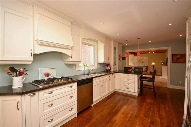 Detached at 1168 Queens Ave, Oakville, Ontario. Image 17