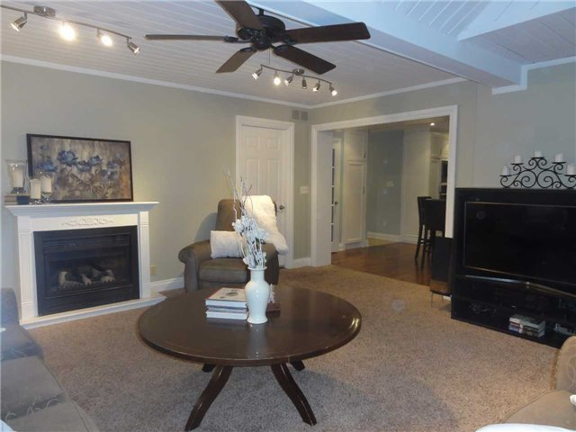 Detached at 1168 Queens Ave, Oakville, Ontario. Image 19