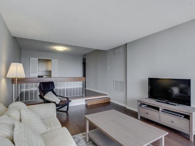 Condo Apartment at 1359 White Oaks Blvd, Unit 705, Oakville, Ontario. Image 17