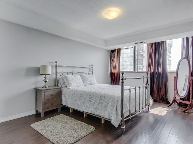 Condo Apartment at 1359 White Oaks Blvd, Unit 705, Oakville, Ontario. Image 20