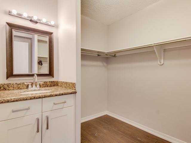 Condo Apartment at 1359 White Oaks Blvd, Unit 705, Oakville, Ontario. Image 2