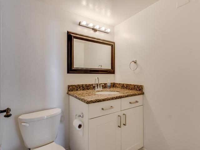 Condo Apartment at 1359 White Oaks Blvd, Unit 705, Oakville, Ontario. Image 5