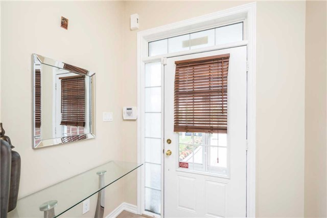 Semi-detached at 576 Coach Dr, Mississauga, Ontario. Image 15